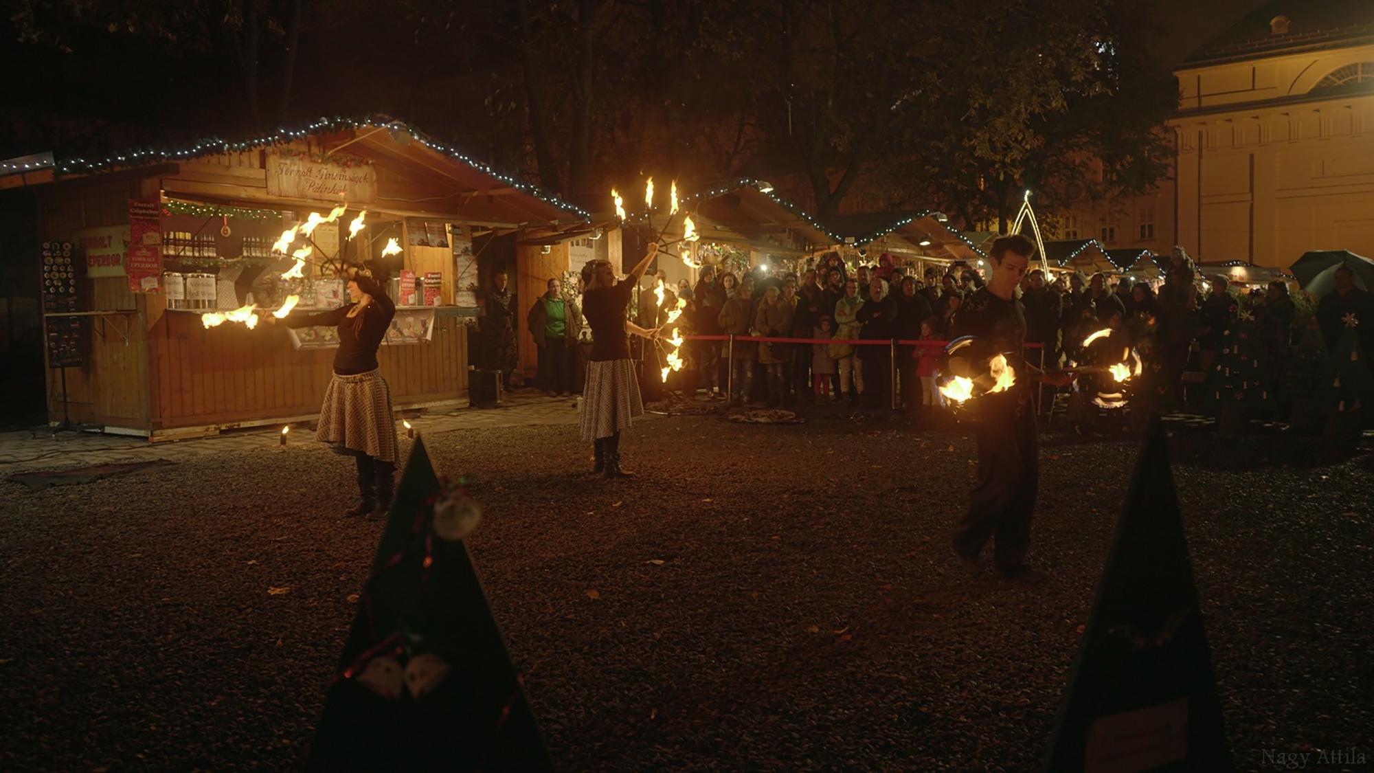 Tüzes varázslat az Advent Budapesten téli fesztiválon
