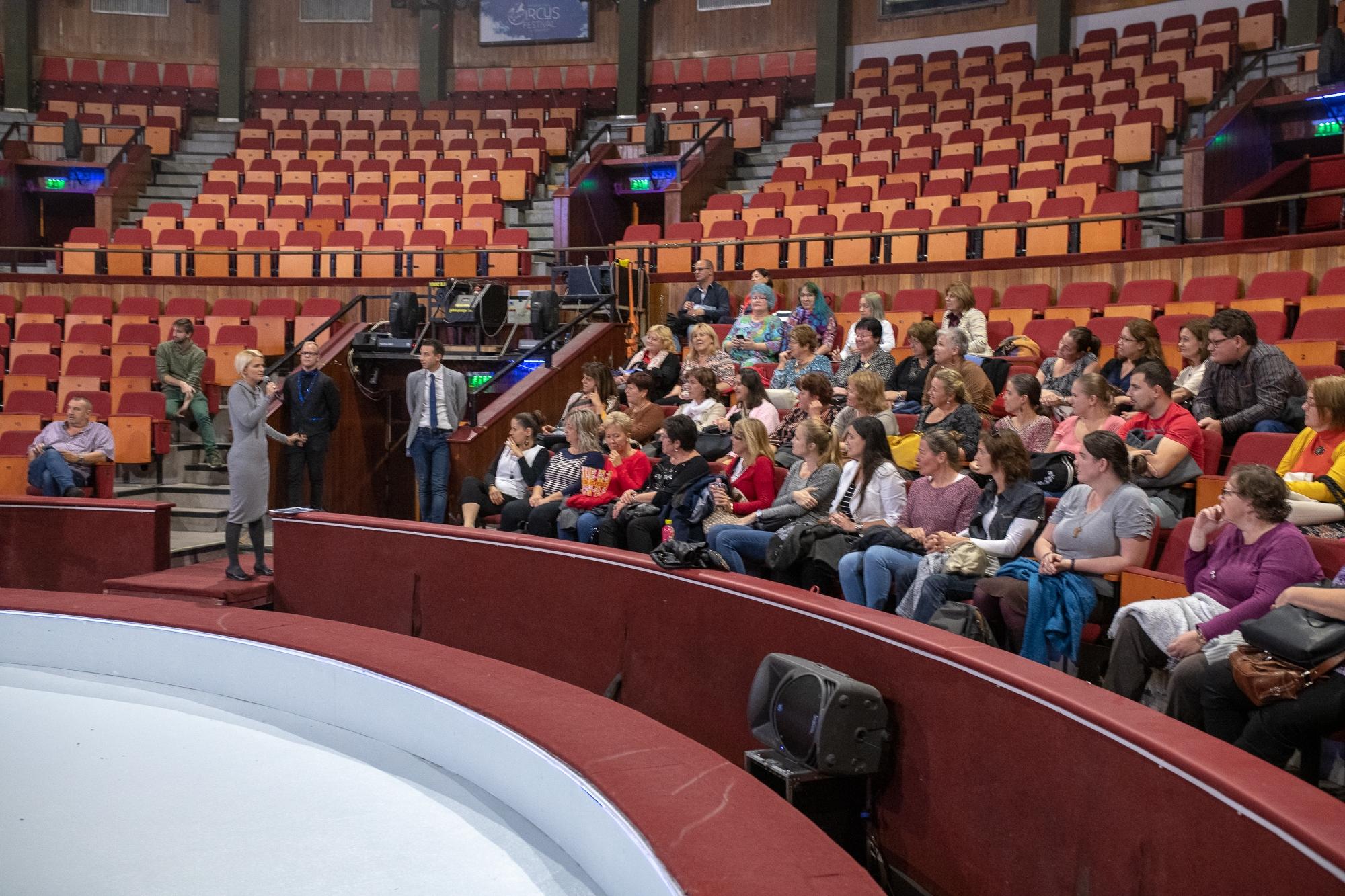 Pedagógus díszbemutatót tartottak a Fővárosi Nagycirkuszban