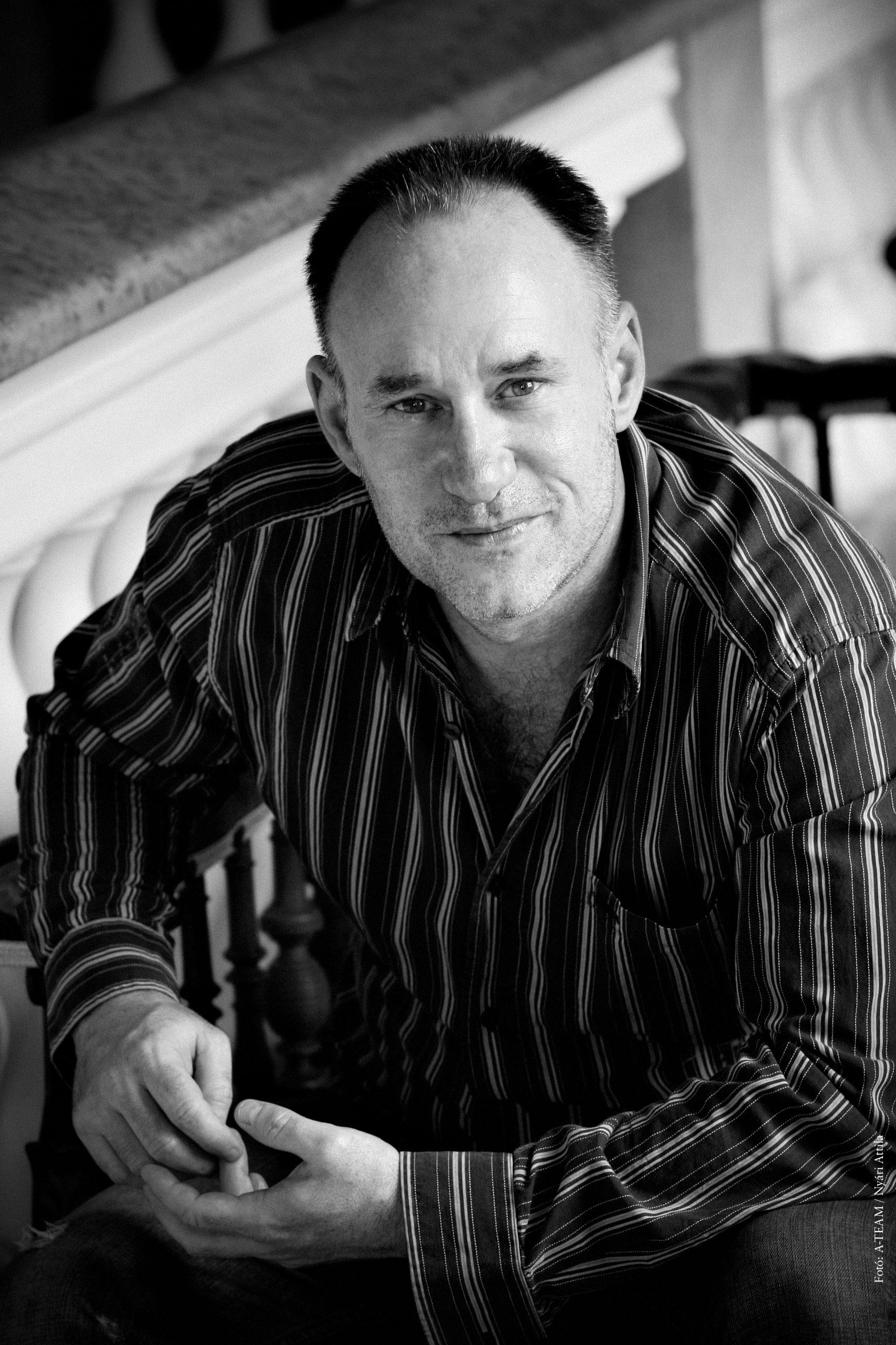 Szomor György színművész, énekes, dalszövegíró, zeneszerző, rendező lesz a szakmai zsűritagok egyike a Kötéltánc dalpályázat élő döntőjén november 26-án