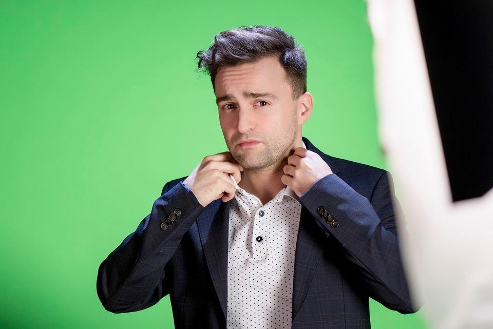 Szente Vajk színművész, rendező, író, dalszövegíró és műsorvezető lesz az egyik zsűritag a Kötéltánc című dalpályázat élő döntőjében november 26-án
