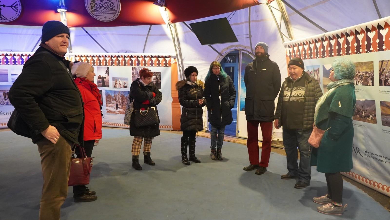 Jakutkutatók tárlatvezetése a Fővárosi Nagycirkusz múzeumi szakmai napján