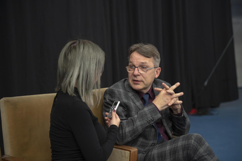 A művészeti oktatás módszertana: blended learning cirkuszművészeti képzésben – Interjú dr. Kovács Lászlóval