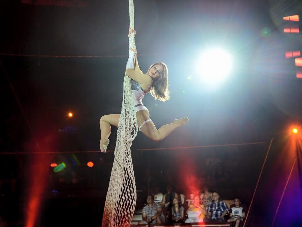 Cirkuszművészek a Szarvasi Vízi Színház nyitó gáláján
