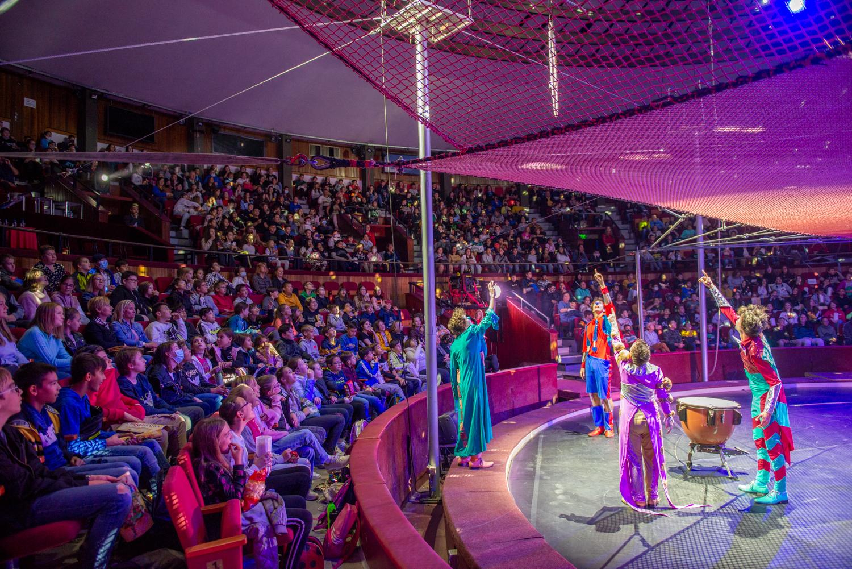 A Cirkomániához készült a Cirkuszművészeti Magazin egy speciális, tematikus száma, amelyben az iskolai tananyagokban megtalálható kapcsolódási pontok vannak.